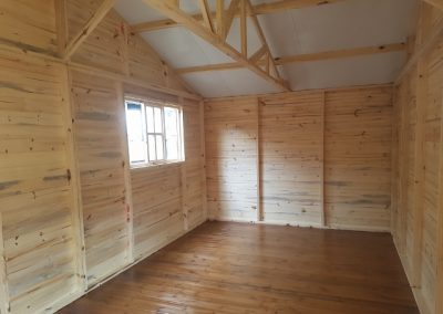 Wendys & Sheds -log cabin - interior24