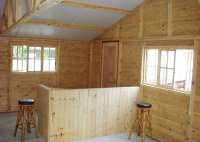 Wendys & Sheds -log cabin - interior48