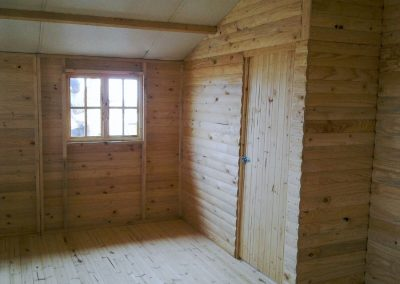 Wendys & Sheds -log cabin - interior57