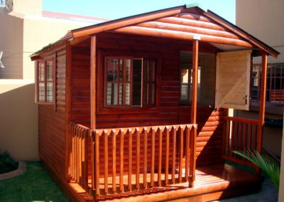 Wendys & Sheds -log cabin - shed wendy2